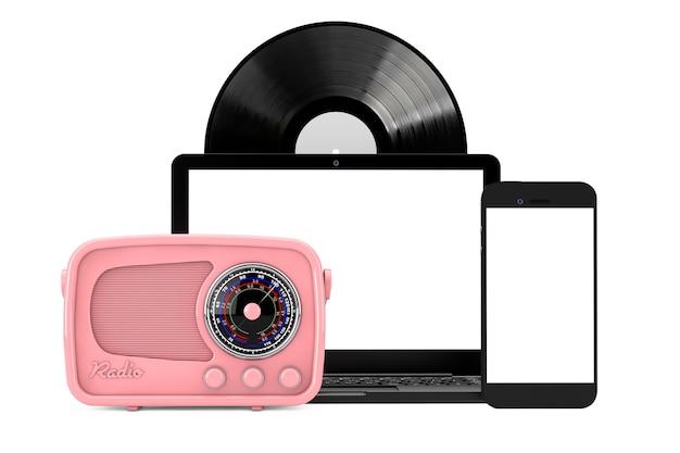 Ретро радио, старинные виниловые пластинки мобильного телефона и ноутбука на белом фоне. 3d рендеринг