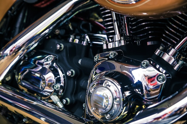 レトロな光沢のあるクロームバイクモトエンジン画像。