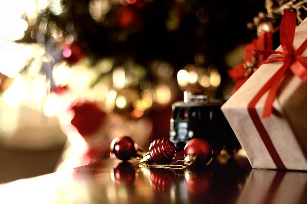 レトロなトーンのギフトクリスマスボール