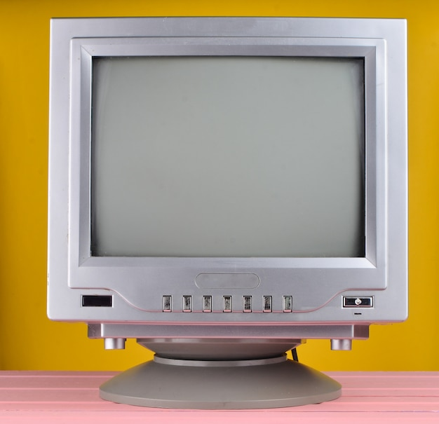 80年代のレトロなテレビのクローズアップ。