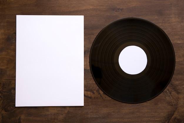 Ретро виниловый и бумажный макет
