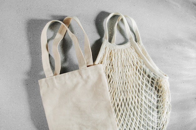 再利用可能な布の買い物袋。ゼロウェイスト、プラスチックフリーのコンセプト。