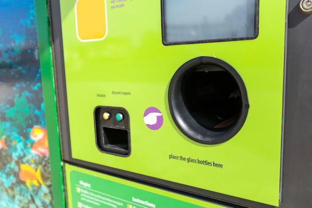 Reverse vending recycling machine,