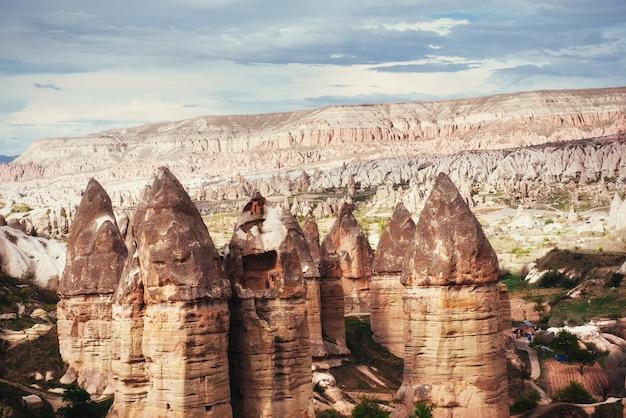 터키 카파도키아의 독특한 지질 구조를 검토하십시오. 카파