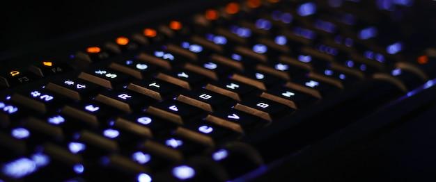 Rgb 게임용 키보드 밝고 다채로운 키보드 소프트 포커스 rgb 조명이 있는 기계식 키보드