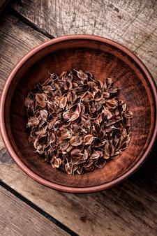 Rhubarb seeds in bowl