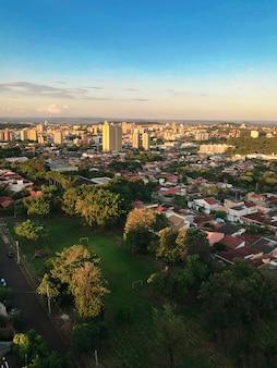 일몰, 상파울루, 브라질 리베 이라오 프레 토 도시의 스카이 라인