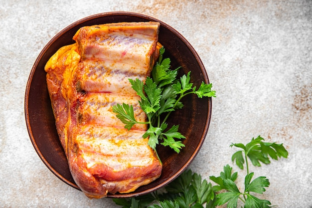 スペアリブ生肉豚肉スパイスパプリカハーブ新鮮な食事スナックテーブルコピースペース食品背景