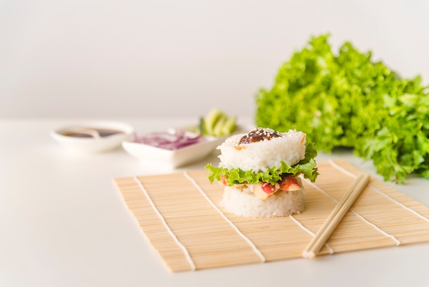 Rice ball with lettuce and seafood