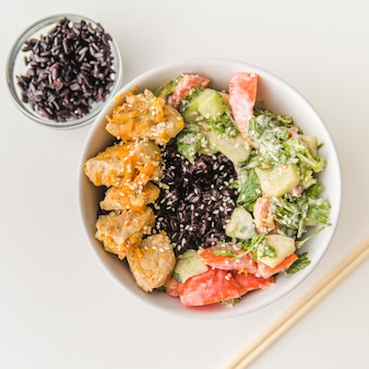 Rice bowl with seafood and vegetables