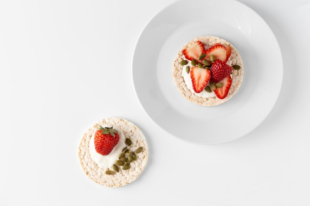 Rice cakes and halves of strawberries