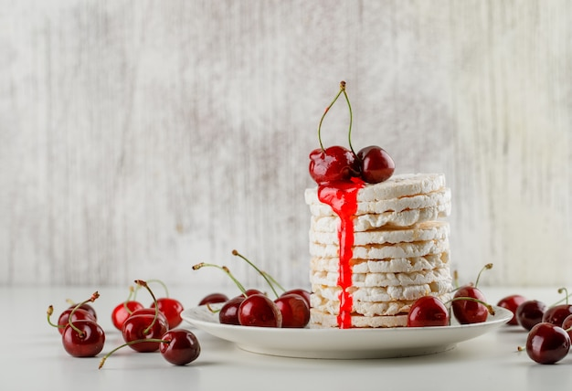 Rice cakes in a plate with cherries, jelly