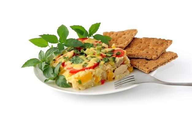야채와 쌀 캐서롤 치킨 필레와 치즈 절연