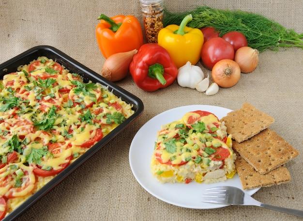 野菜のライスキャセロールトマトとチーズのチキンフィレ