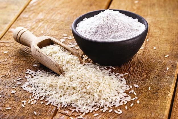 Рисовая мука, альтернатива безглютеновой муке, богатая клетчаткой.