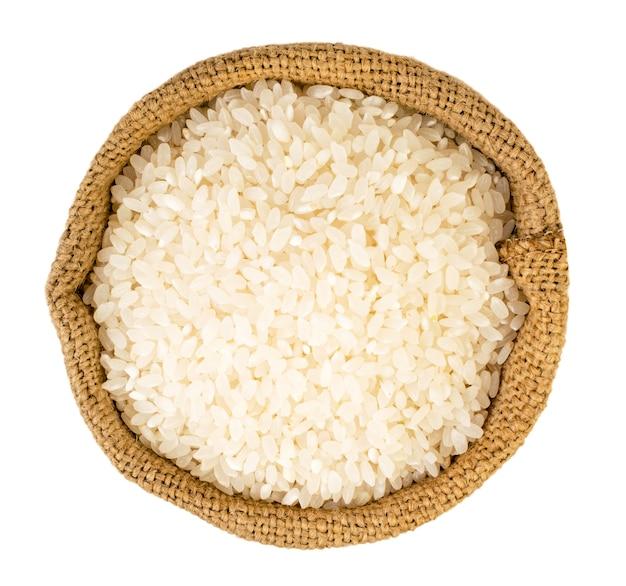 白い背景の袋に入ったご飯