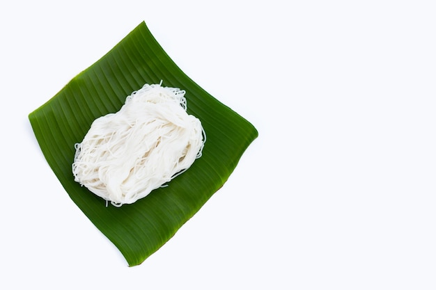 Рисовая лапша на банановом листе