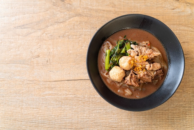 Суп рисовая лапша с тушеной свининой
