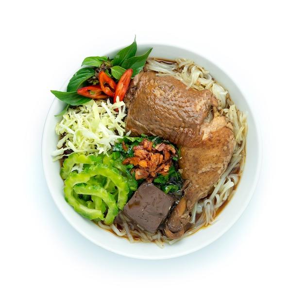 Рисовая лапша с горькой тыквой и коричневым супом