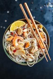 Рисовая лапша морепродукты целлофан паста креветки, мидии, кальмары