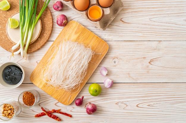 Рисовая лапша с ингредиентами