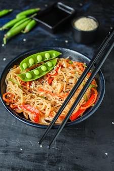 米麺と野菜のセロハンパスタ料理