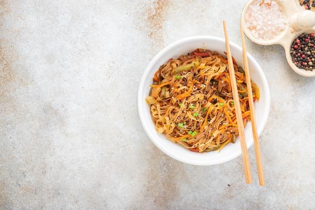 ライスヌードル中華鍋しらたきファンチョース野菜醤油スープフォーフォーパッタイ