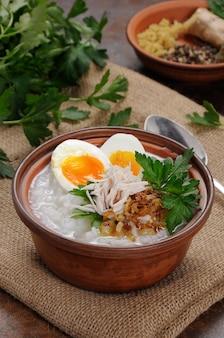 米粥生姜と卵チキンのシャキッとしたエシャロットとパセリ