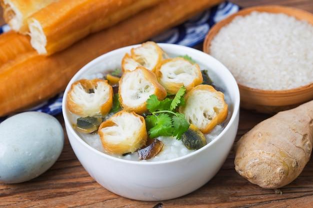 米の保存卵赤身の肉のお粥粥