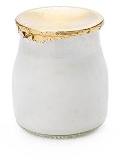 Рисовый пудинг в стеклянной чашке и закрытый печатью
