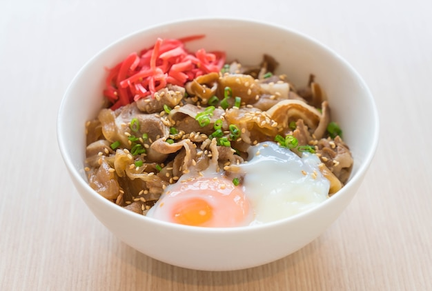 Rice topped with slice pork and onsen egg