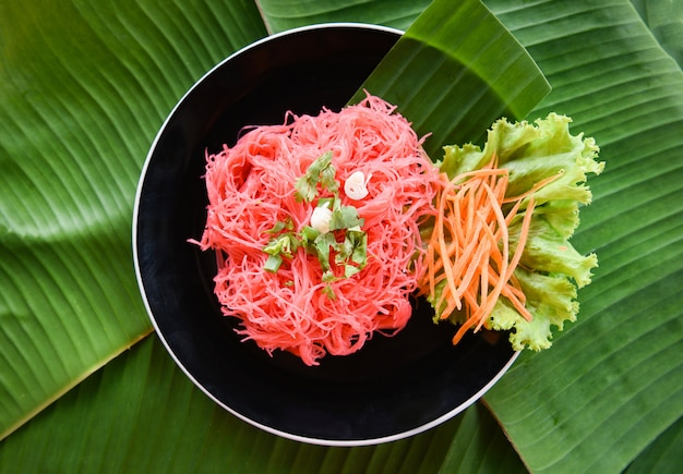 Rice vermicelli pink frying and vegetable