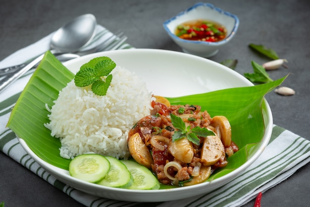 Rice with basil and minced pork.