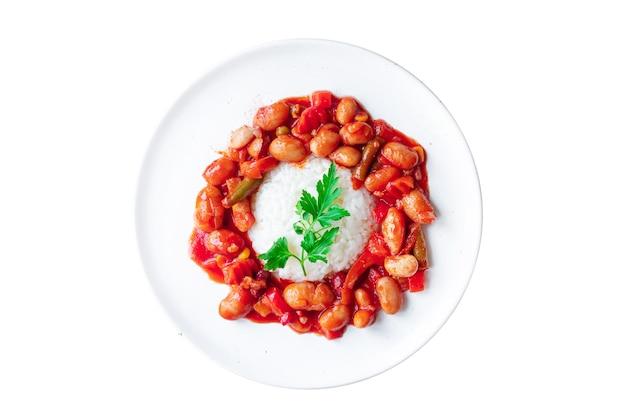 식사를 요리하는 테이블에 콩과 야채 부분 밥