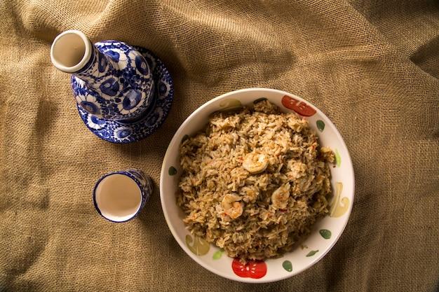 브라질 북부의 새우 밥-전통 아마존 요리