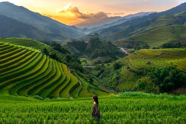 Riceteraces muカンチャイ、イェンバイ、ベトナムの夕日。