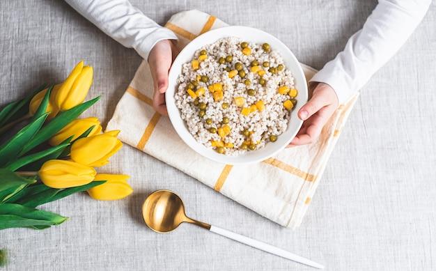パール大麦のおridge、野菜、健康食品のコンセプト、朝食