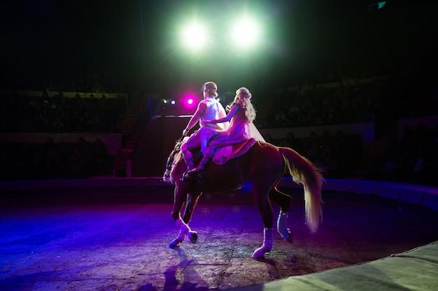 서커스 말 타기