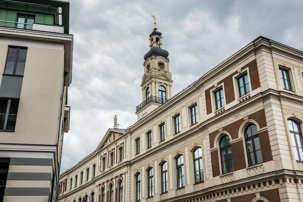 리가 시의회 건물은 라트비아의 리가 시 정부입니다.