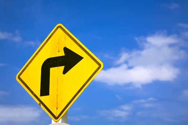 Знак поворота направо