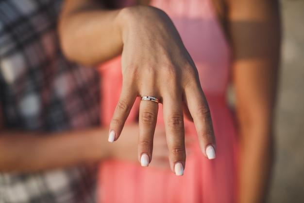Предложение кольцо крупным планом