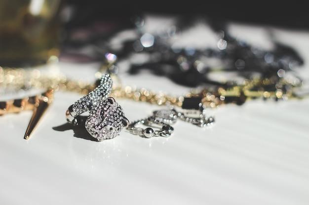 Кольца и ожерелья