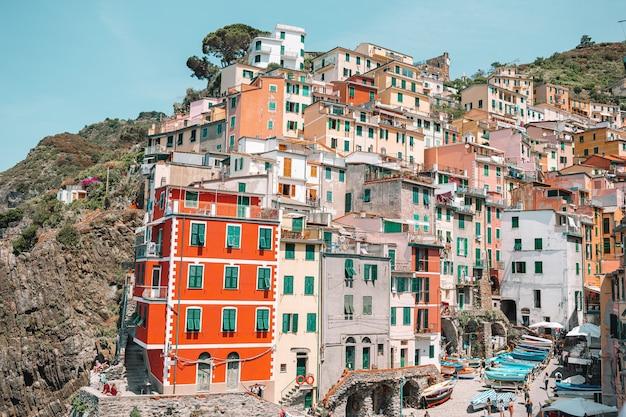 イタリア、リグーリア州チンクエテッレのリオマッジョーレ