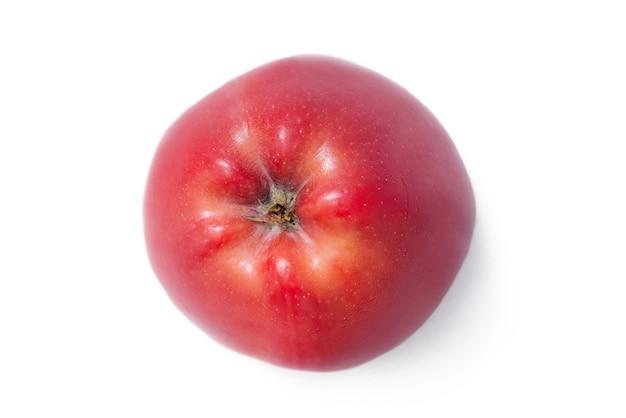 Разорванное красное яблоко, изолированные на белом фоне. свежие органические яблоки.