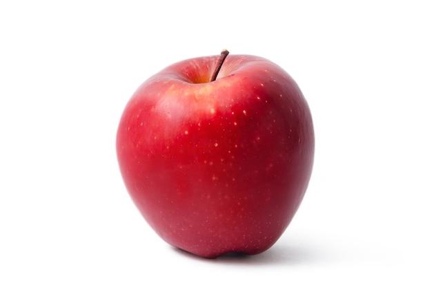 白い背景で隔離の赤いリンゴをリッピングします。新鮮な有機リンゴの果実。