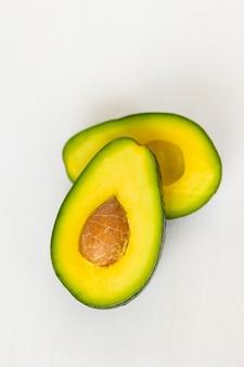 熟したおいしいアボカドアボカド料理料理シェフ健康的で健康的な食品生の果物