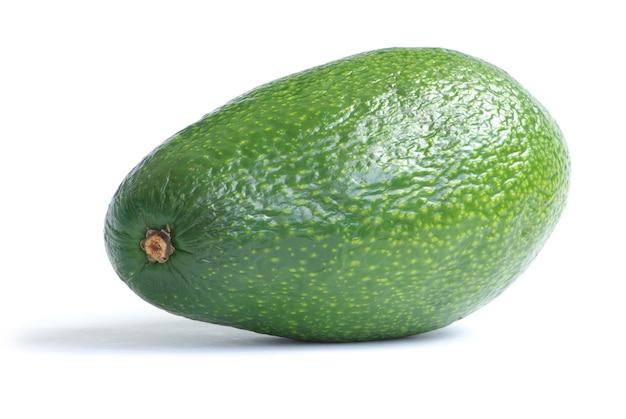 Спелый авокадо, изолированные на белом фоне