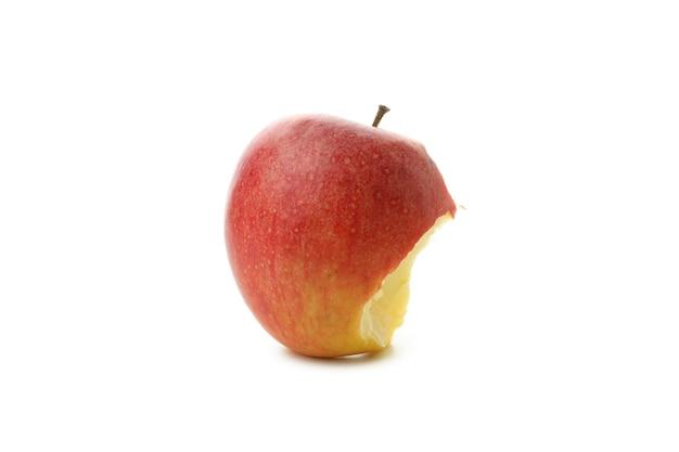 白い背景に分離された熟したかまれたリンゴ