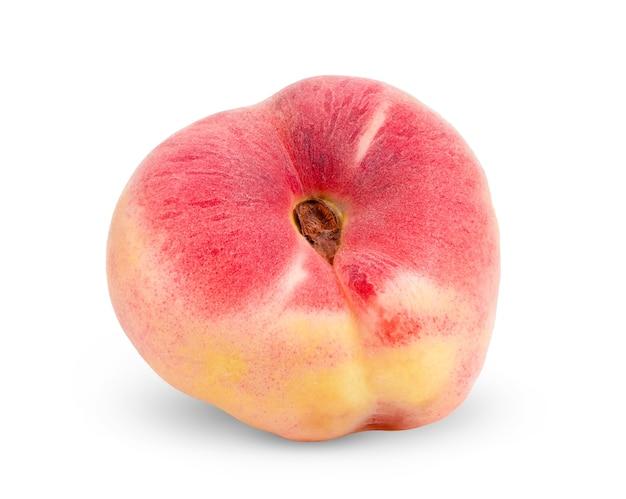 白い背景で隔離の熟した中国の蟠桃果実