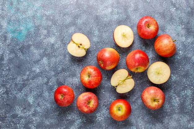熟したおいしい有機赤りんご。